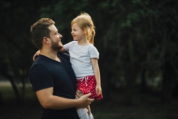 ارتباط خوب دختر با پدر می تواند آینده آن را بسازد و تغییر دهد